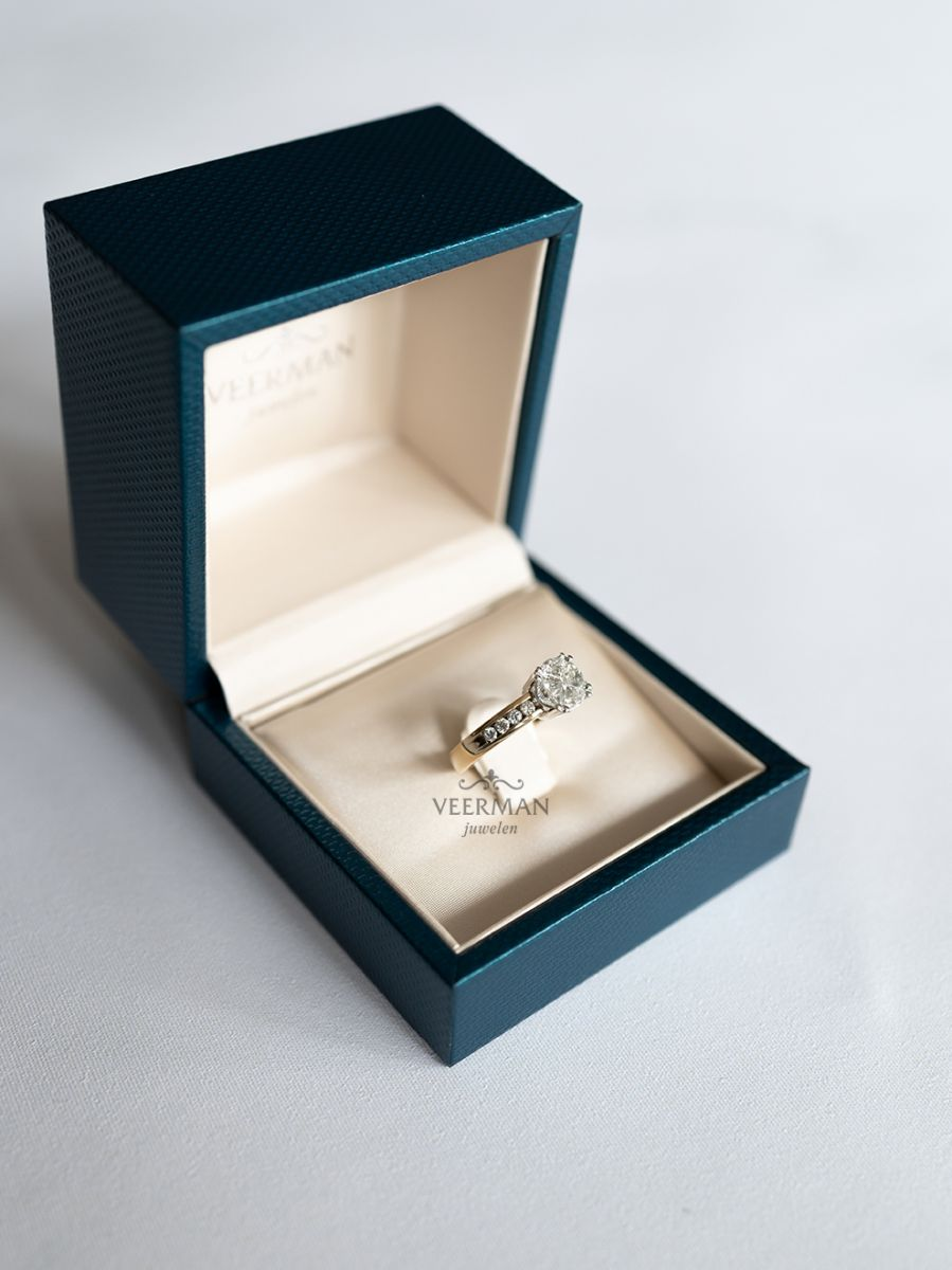 gouden ring invisible zetting 5
