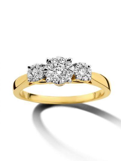 Geelgouden driesteens ring 0,45crt.