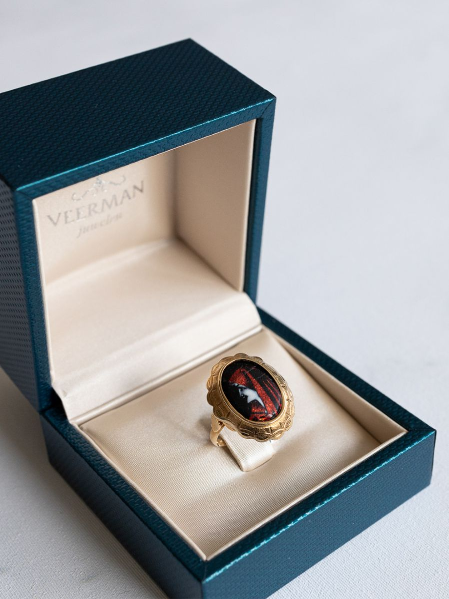 geelgouden ring emaille