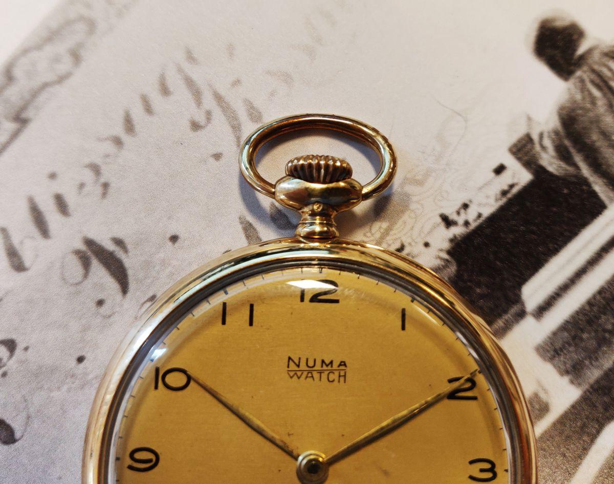 geelgouden zakhorloge numa watch 4