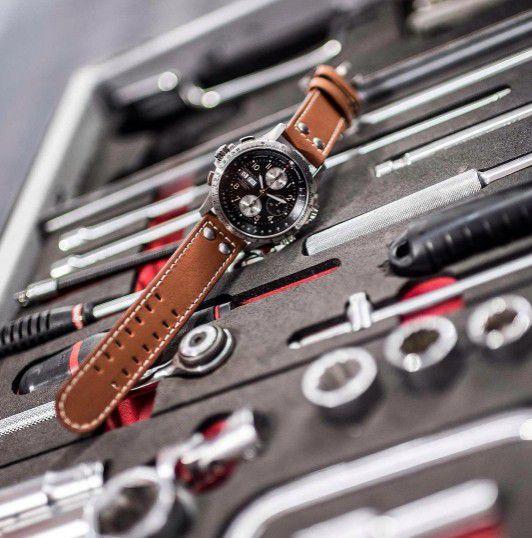 hamilton khaki aviation xwind auto chrono